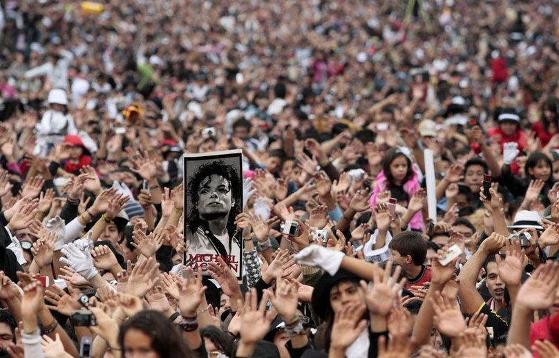 Michael-Jackson-anniversaire-51-ans-flash-mob_pics_809