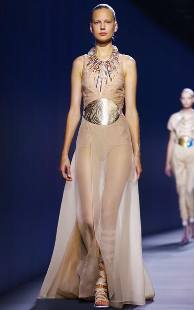 """Строгите """"гладиаторки"""" на Vionnet - прозрачна рокля"""