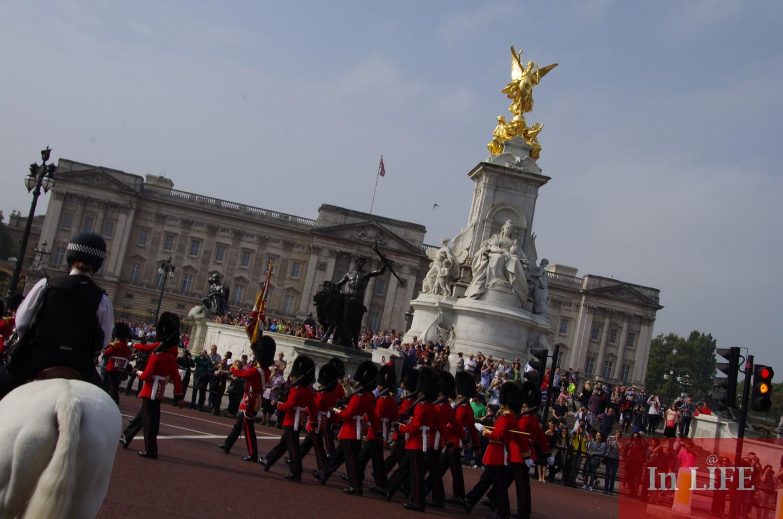 Гвардията, която пази Бъкингамския дворец