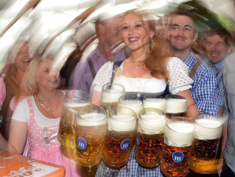 Баварска сватба полага традициите на Октоберфест