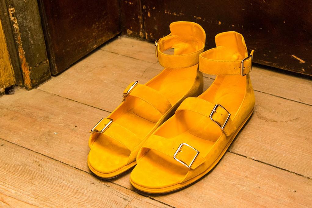Маноло Бланик представи първата си колекция мъжки обувки