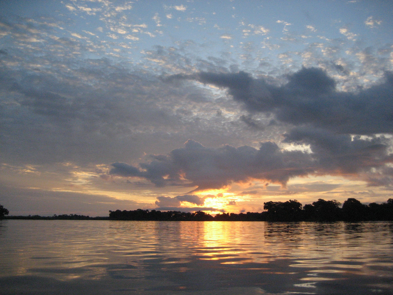 Sunrise_near_Mossaka_(Congo)