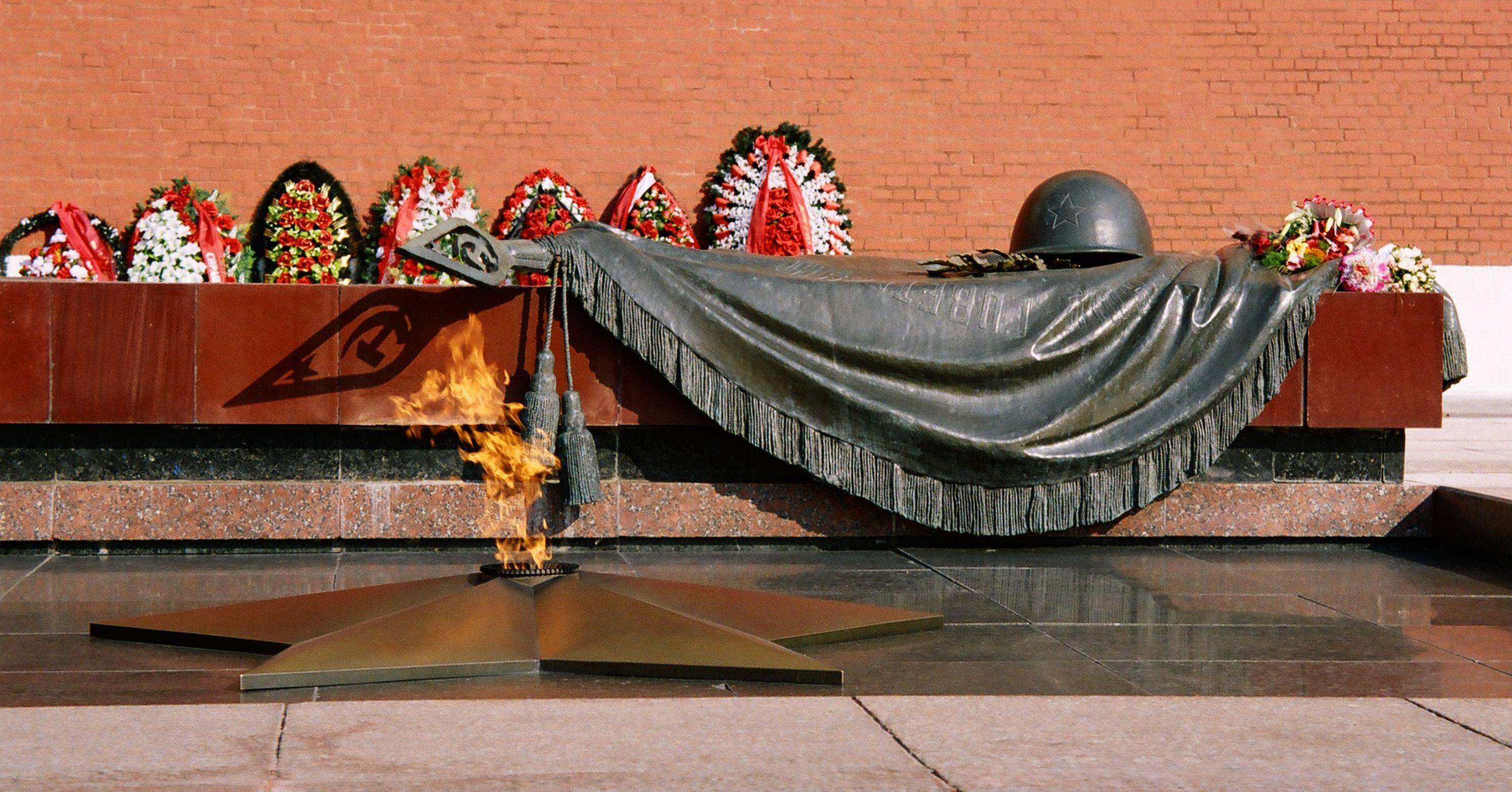 Tomb_of_the_Unknown_Soldier_Alexander_Garden1