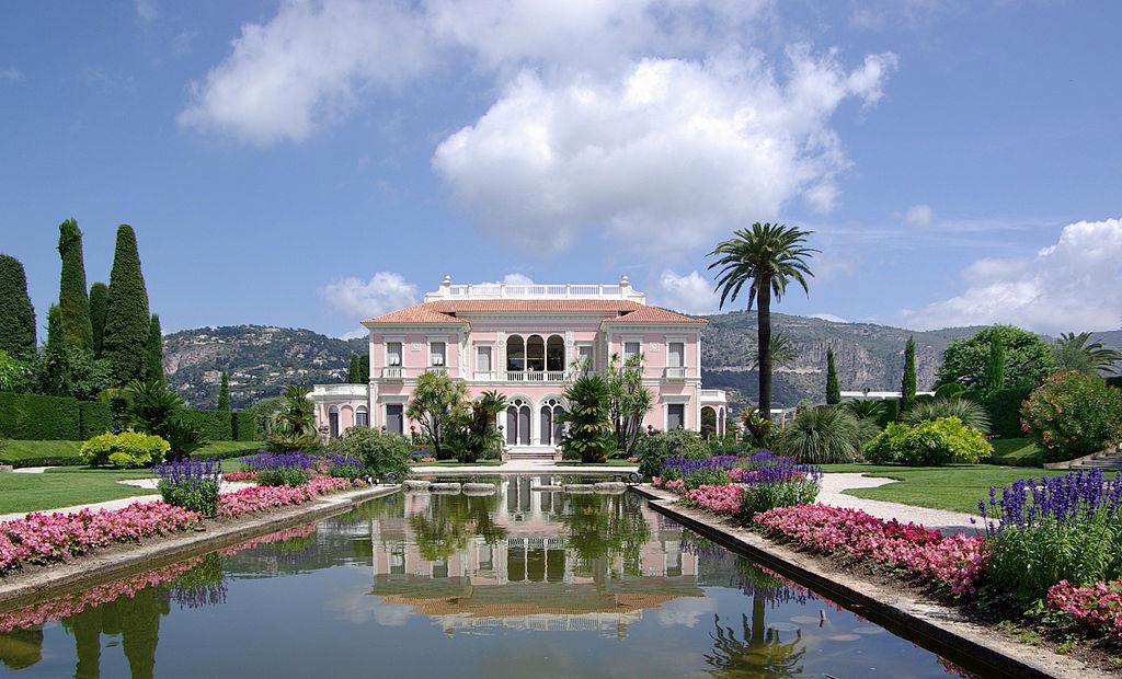 1024px-Villa_Ephrussi_de_Rothschild_BW_2011-06-10_11-42-29a
