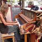Бездомник пианист във Флорида