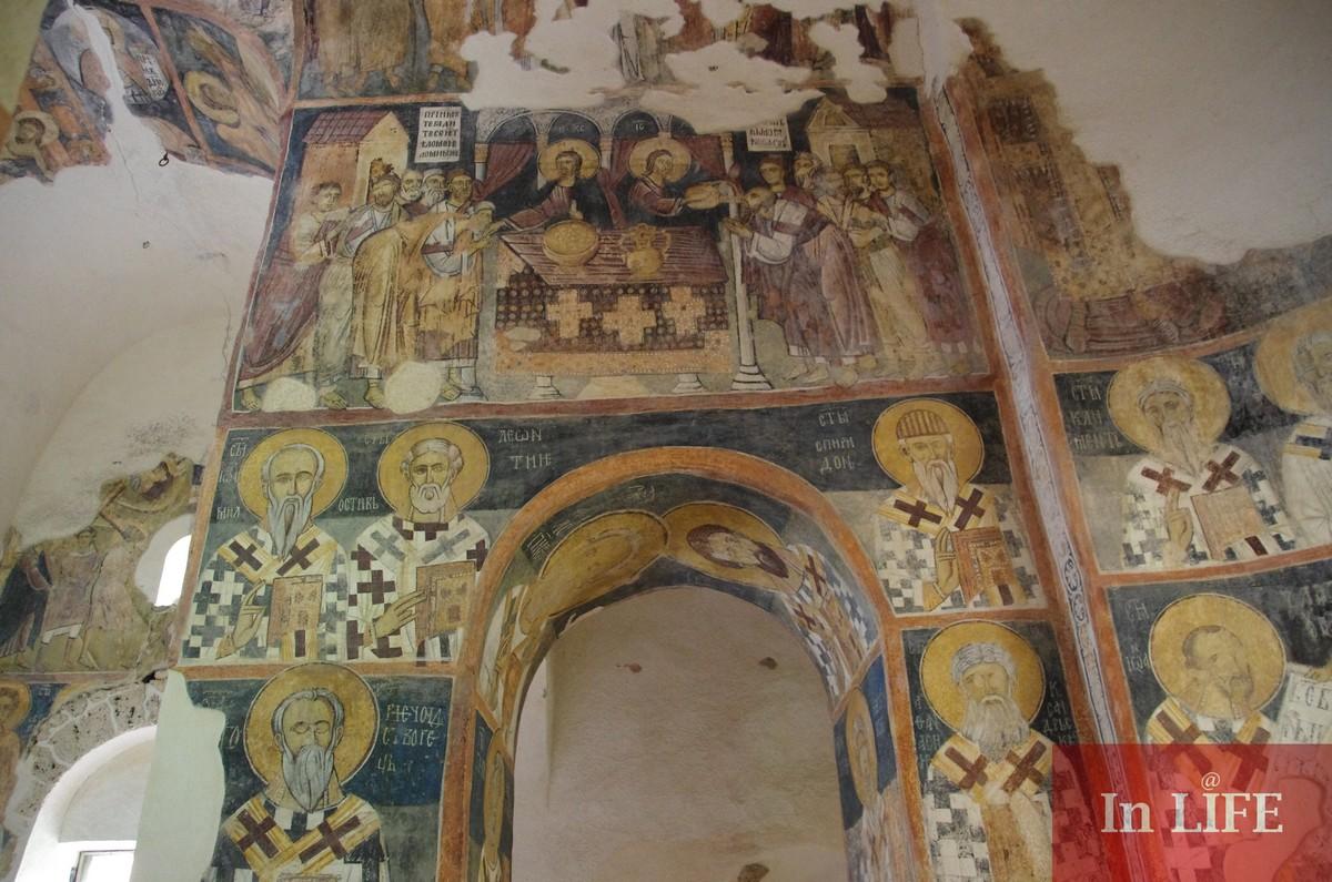 Стенописите в Земенския манастир сякаш буквално са запечатали духа на времето...
