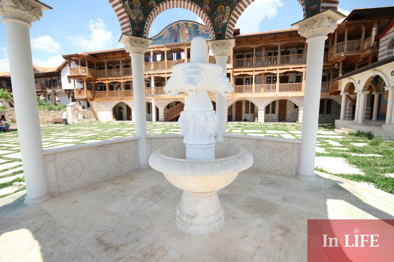 """Църногорски манастир """"Св. св. безсребърници и чудотворци Козма и Дамян"""" е сред най-красивите в региона."""