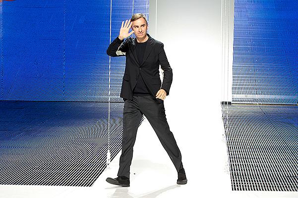 Неочаквана раздяла: Раф Симънс напуска модна къща Dior