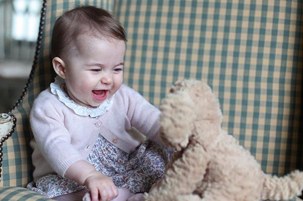 Кейт Мидълтън направи и публикува нови снимки на принцеса Шарлот
