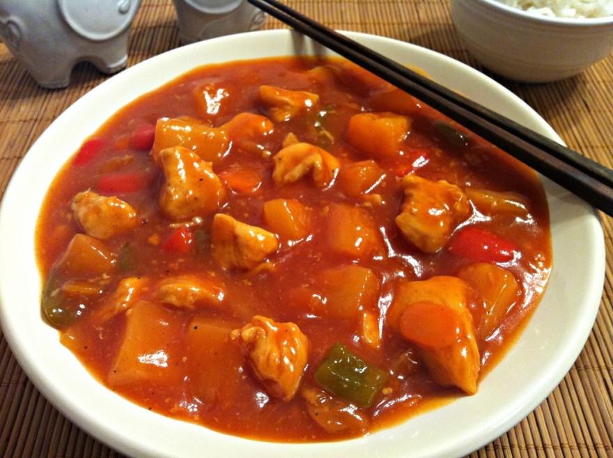 Пилешко месо със сладко-кисел сос
