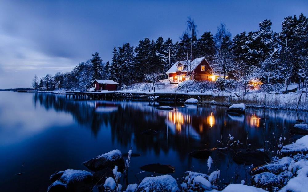 5372060-1000-1450697387-cabin-tree-lake-winter-snow