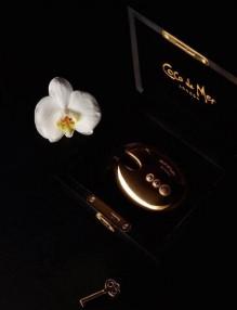 Златен вибратор и кристален полилей - най-желани за Коледа от дамите