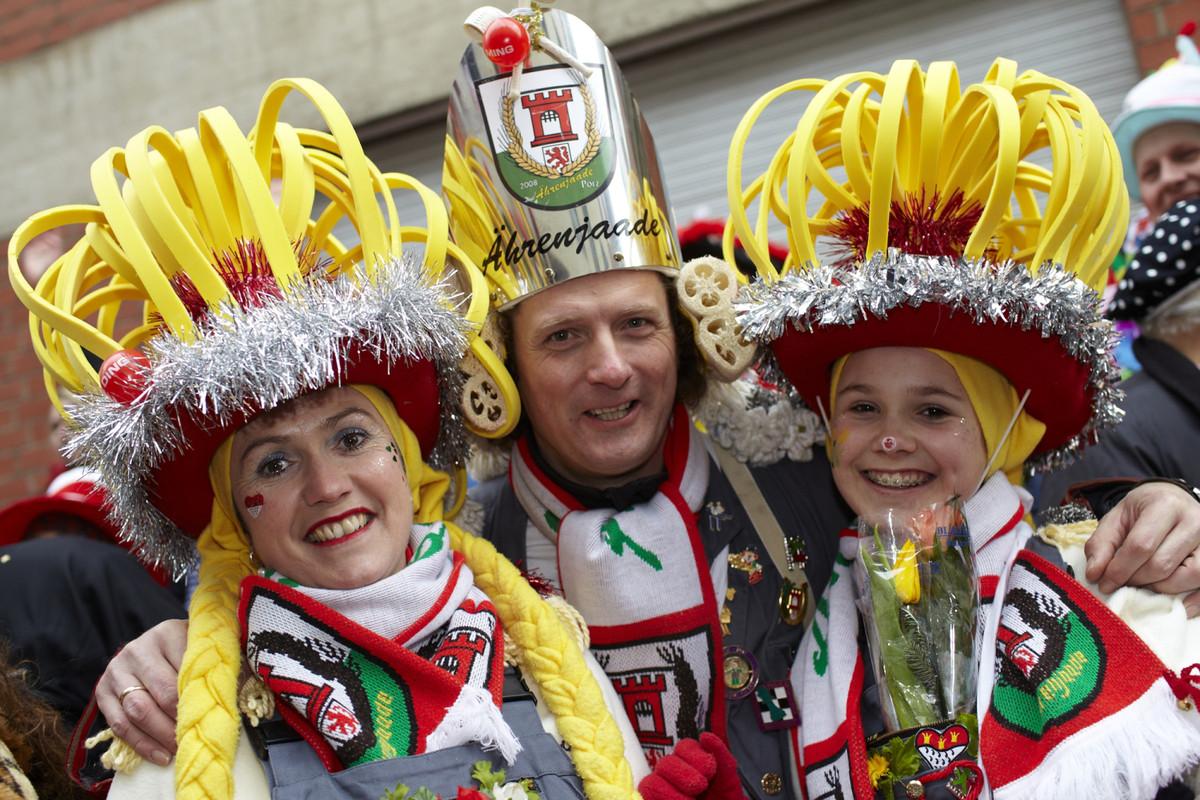 koelner-karneval-3verkleidete-c-koeln-tourismus-gmb-h-dieter-jacobi-ba