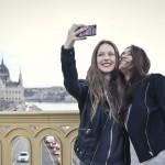 two-girls-smartphone-selfie