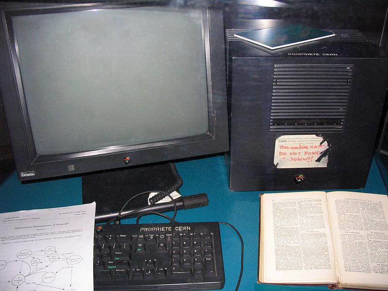 Компютърът NeXT, използван от Бърнърс-Лий и Кайо като първия уебсървър в света