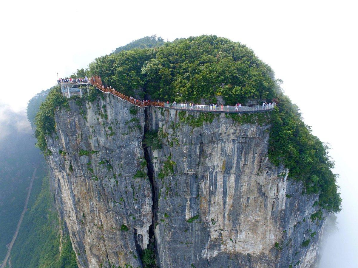 Пътеката води към Националния парк Zhangjiajie
