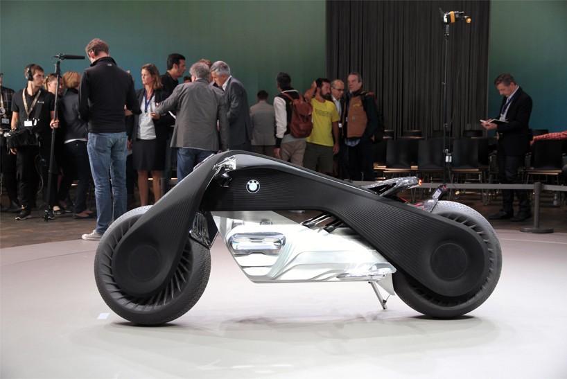 BMW-VISION-NEXT-100-motorcycle-interview-designboom06-818x547