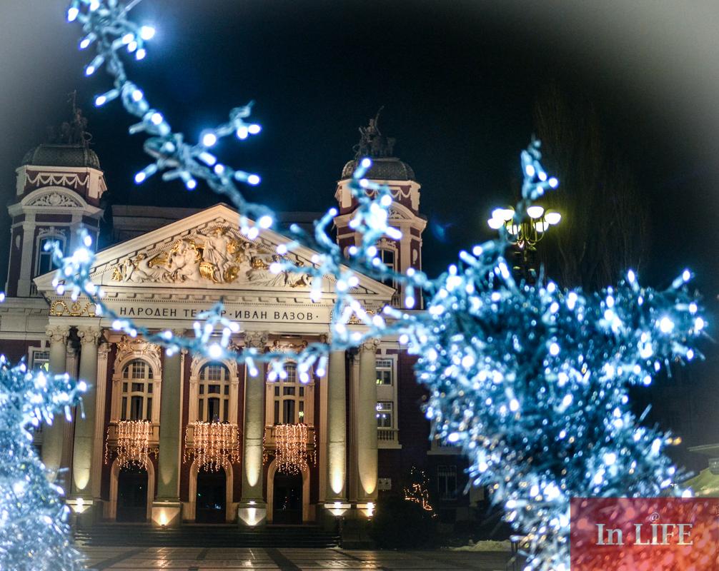 Коледните светбини на София, градинката пред Народния театър Иван Вазов