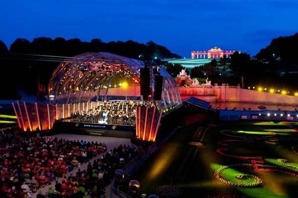 Концерт на Виенската филхармония в парка на Двореца Шьонбрун