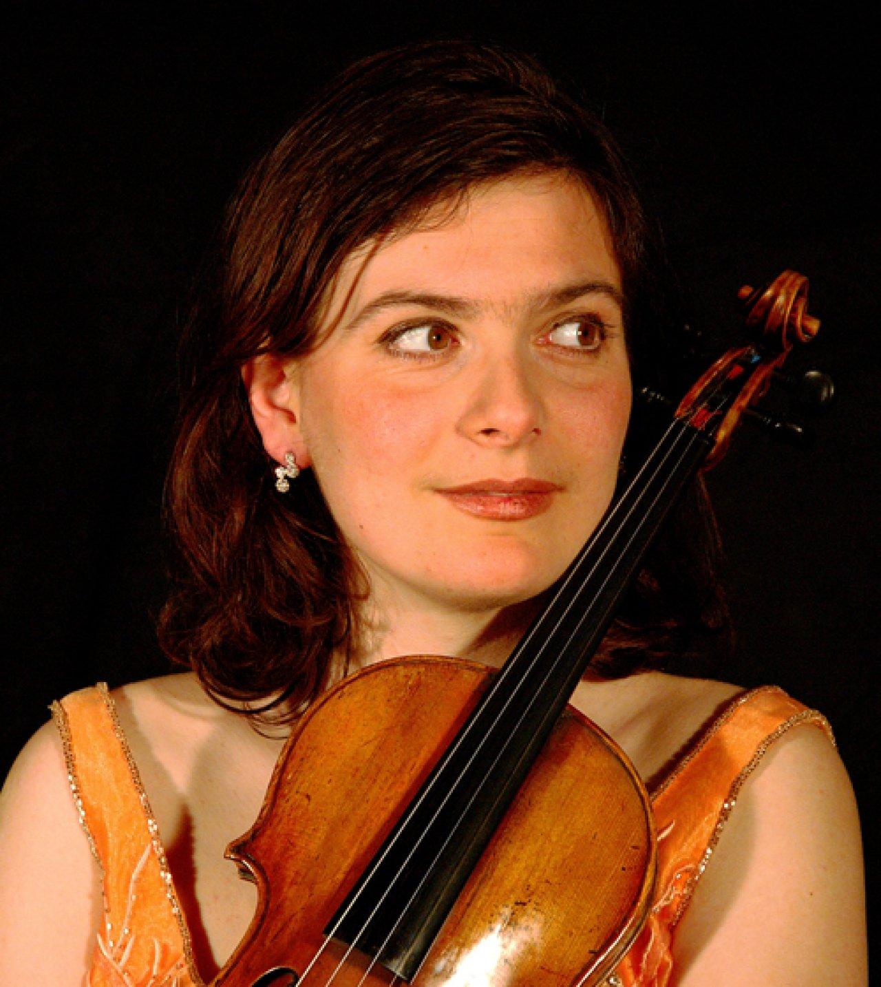 Албена Данаилова - първата жена концертмайстор на Виенската филхармония ще я изведе на концерта в парка на Двореца Шьонбрун