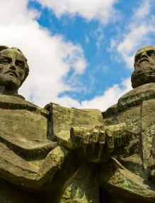 Паметникът на Светите братя Кирил и Методий пред Националната Библиотека