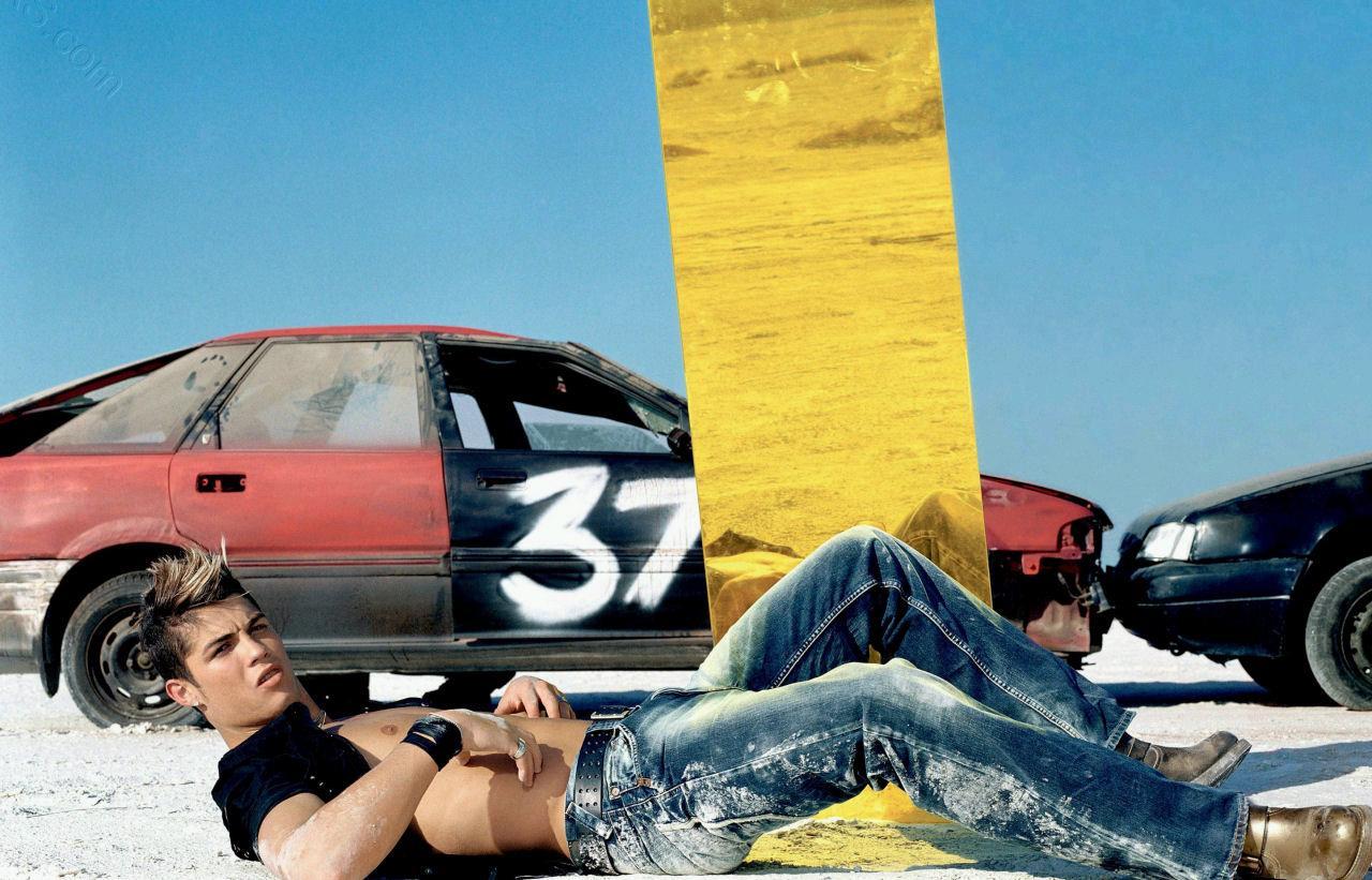 Тийн, в сесията за Pepe Jeans, снимка: Daily Mail