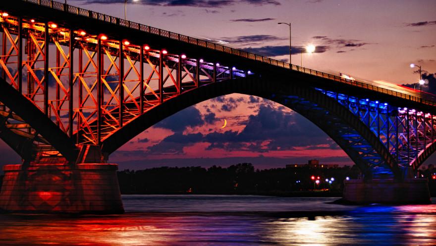 Peace_Bridge_-_at_Moonrise