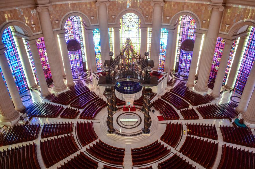 Coeur_de_la_Basilique_Notre-Dame_de_la_Paix_de_Yamoussoukro