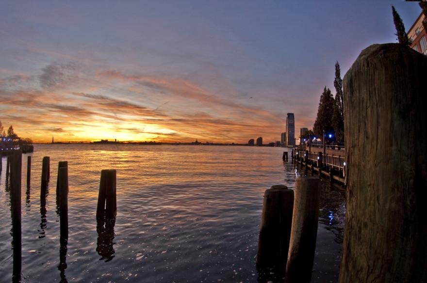 Hudson_River_Sunset_IV_(4107626331)