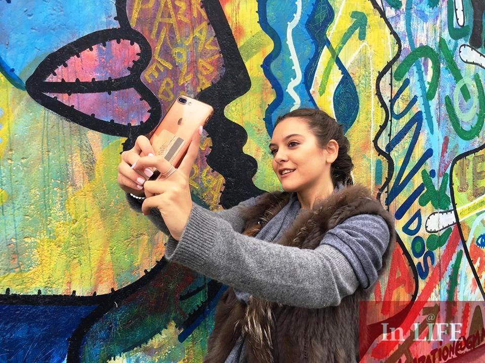 Днес остатъците от Берлинската стена са задължителна туристическа атракция