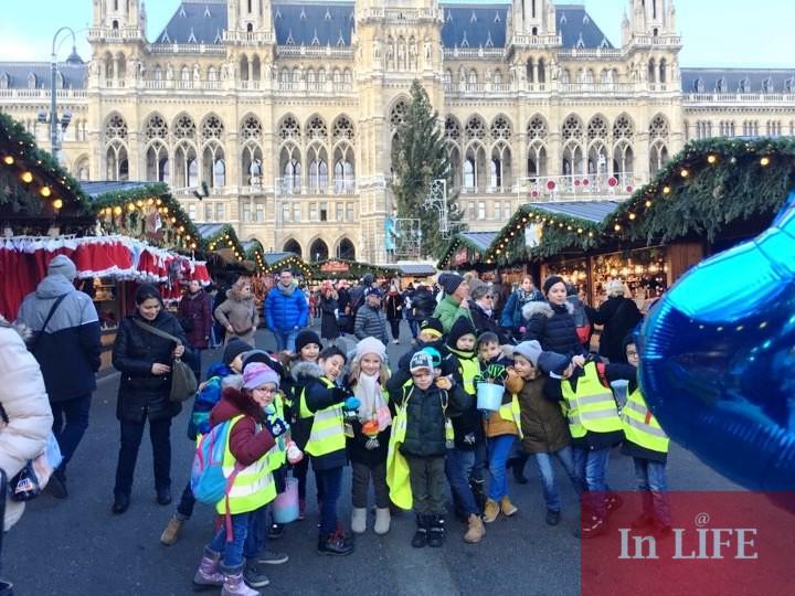 Коледният базар пред Кметството във Виена