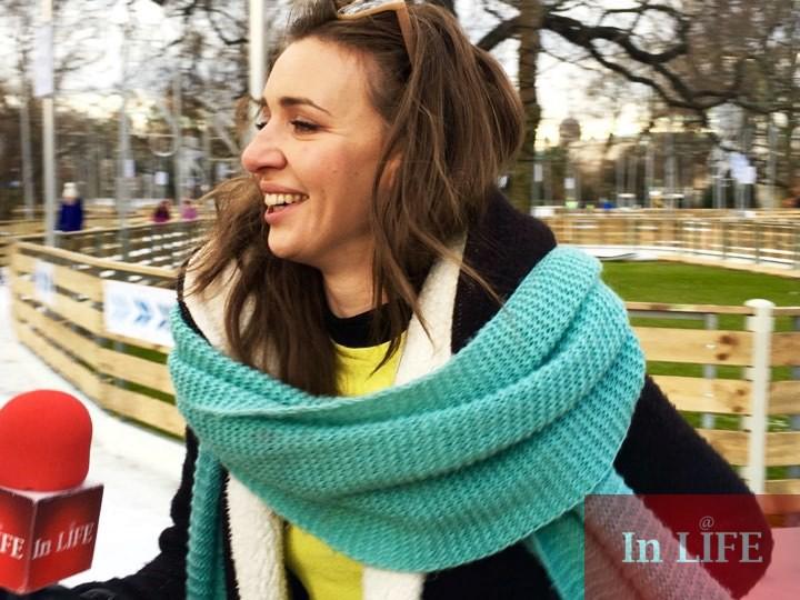 Репортерът на In LIFE TV Калина Станева на пързалката през Коледния базар пред Кметството във Виена