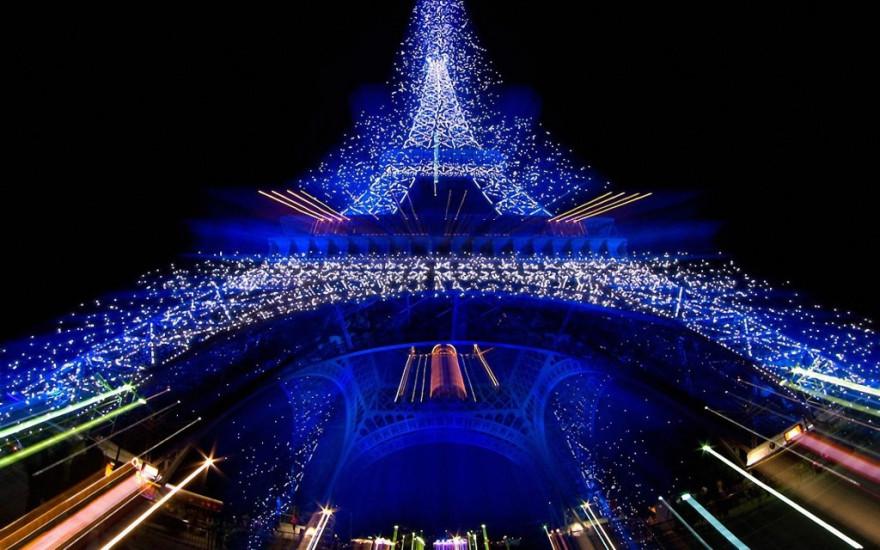 Kerst-bij-Eiffeltoren-1800x2880-1024x640