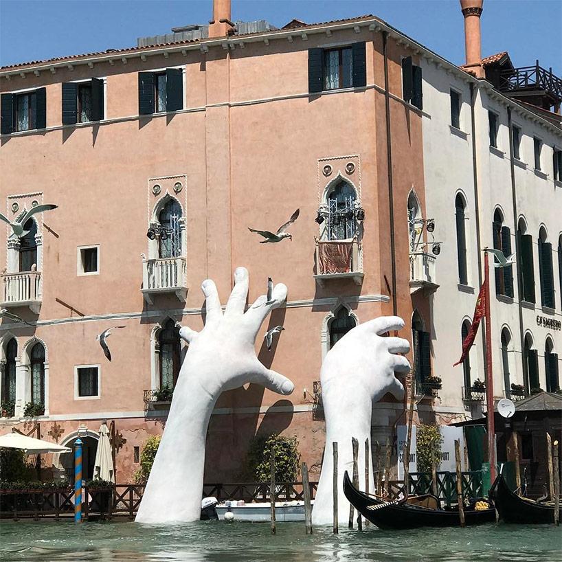 Ръцете на Лоренцо Куин във Венеция