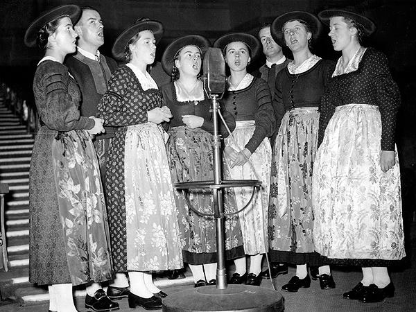Смейство фон Трап на участие в радио шоу в Лондон- 1937 г.