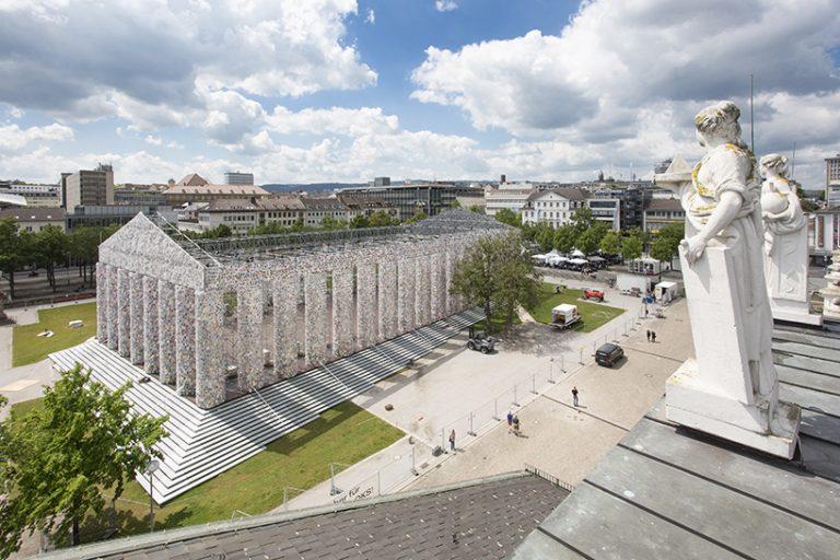 Архитектурна инсталация Партенон от 100 000 забранени книги, Марта Минужин
