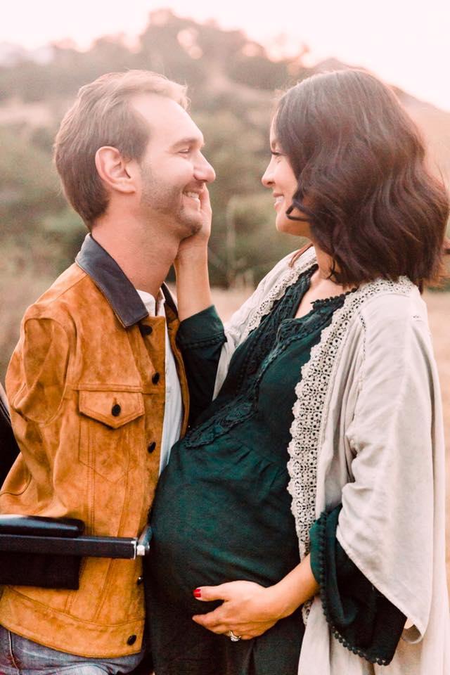 Ник Вуйчич с бременната си съпруга Снимка: facebook.com/KanaeVujicic