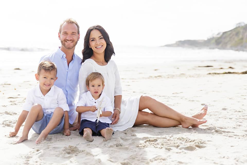 Семейство Вуйчич с двамата им сина Снимка: facebook.com/KanaeVujicic