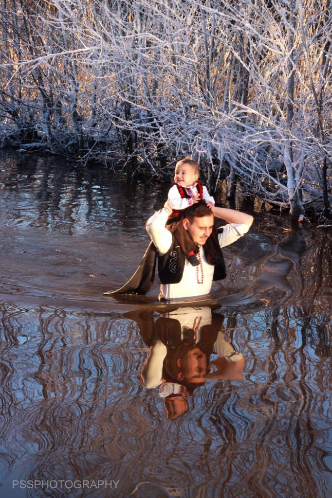 Тази година заради топлото време в ледените води нагазиха и 10 деца