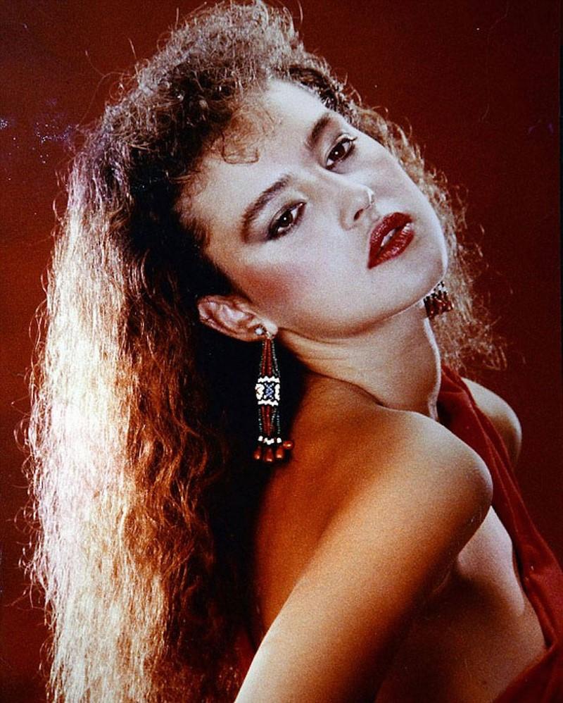 Една от първите снимки на Моника като модел на 18 години.