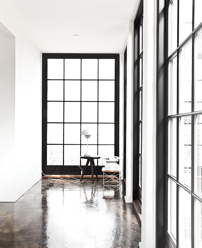 Norm Architects: къща на крайбрежието – рамките на прозорците съвпадат с тези на преградите