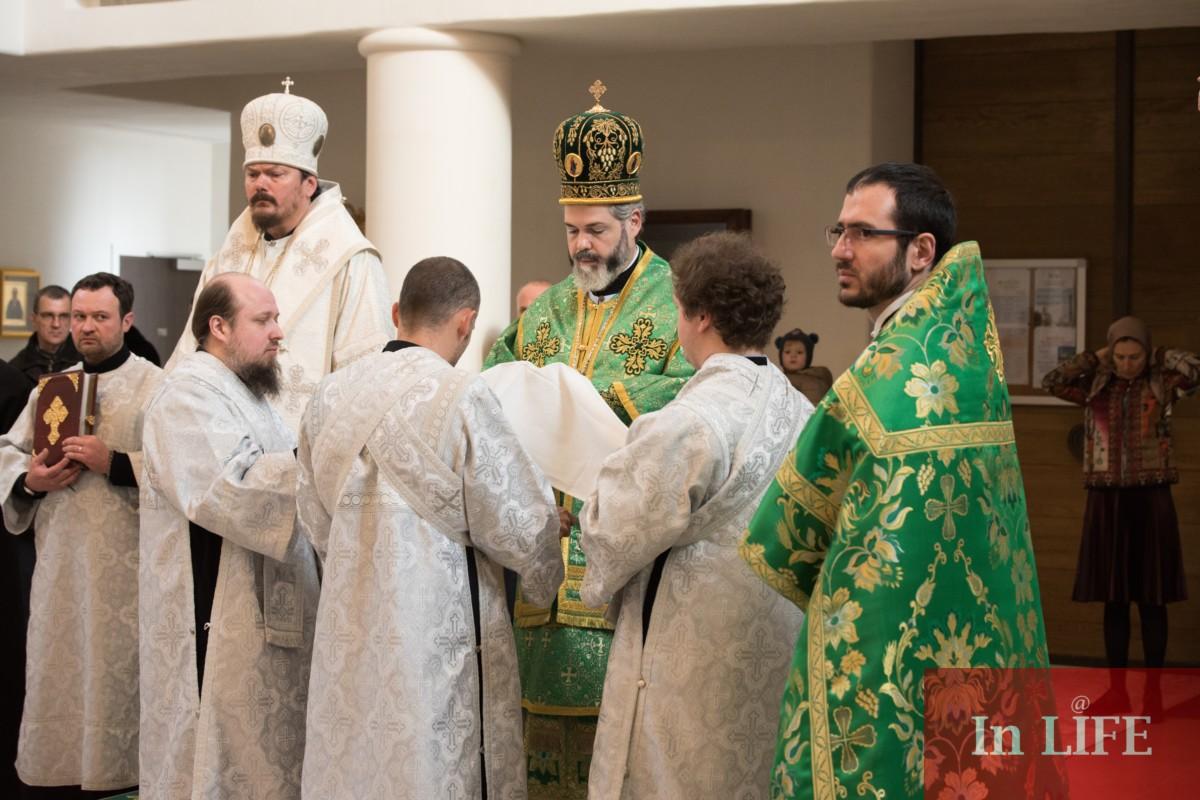Света Литургия за Лазаров ден в Руската църква Света Троица в Париж