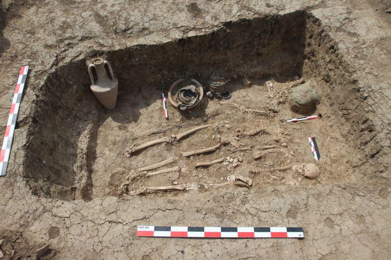 Общия вид на погребението на конника, където е открит гръцкия шлем Снимка: Инститита по археология към РАН