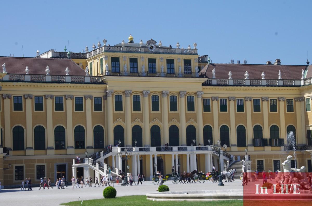 Дворецът Шьонбрун във Виена