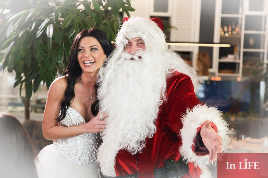 Още не можем да изгоним Дядо Коледа от офиса, не ще да тръгва за ледниците без нашата Лекси...