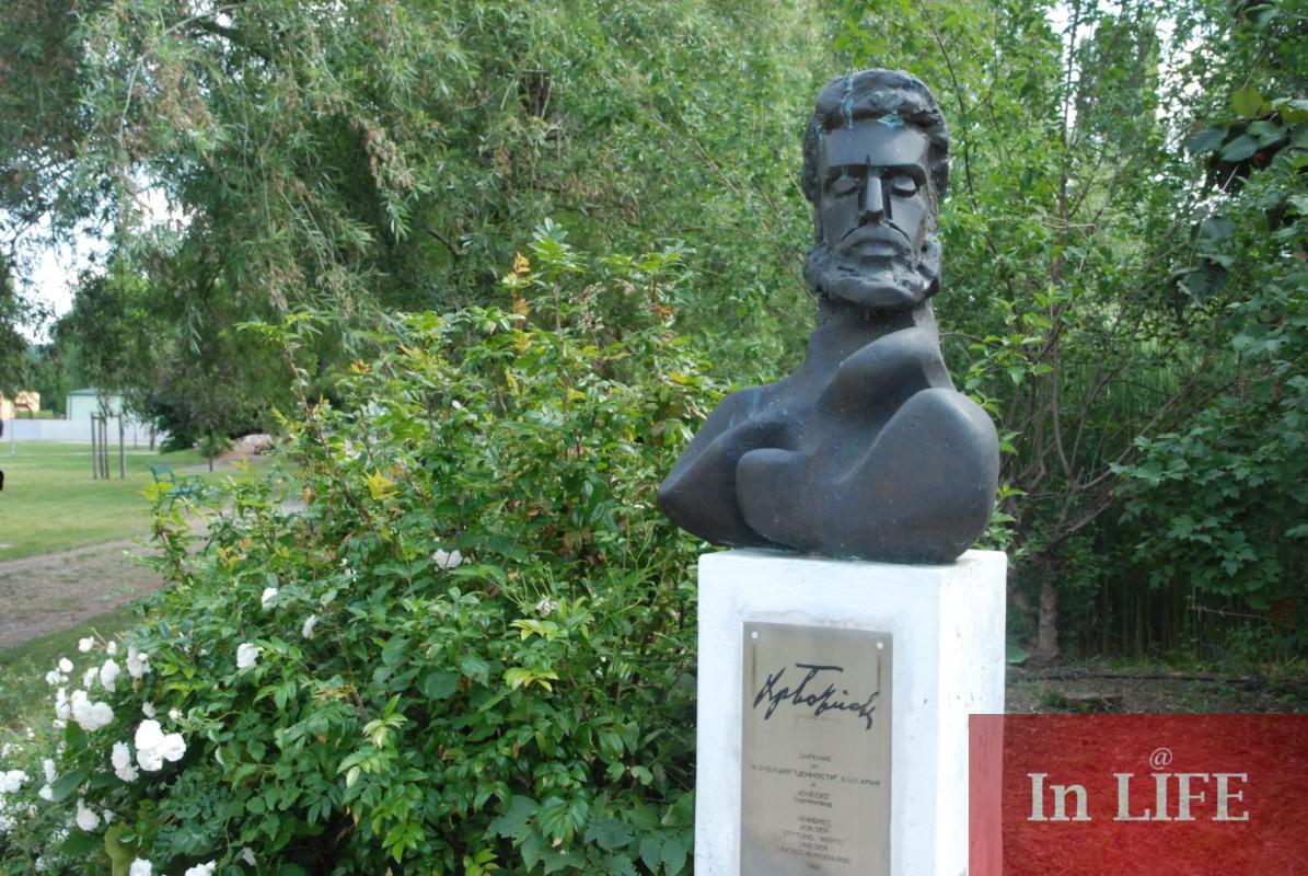 Бюстът на Христо Ботев в австрийското селище Голс