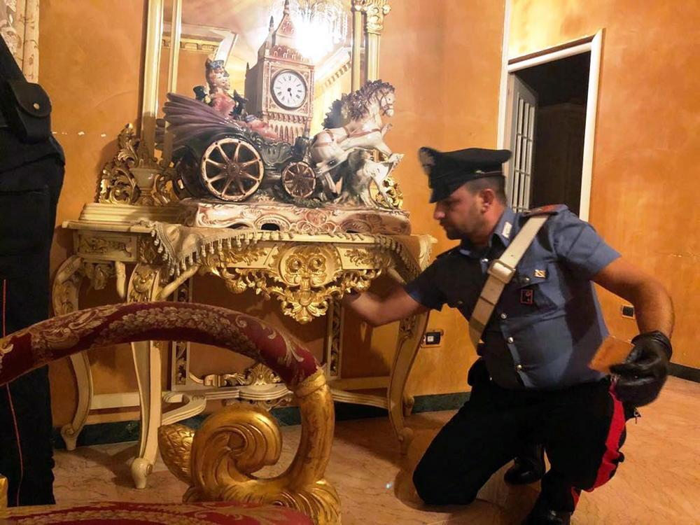 8cqUWoZmgl-ludilo-vaka-zivee-mafijata-padnal-najgolemiot-italijanski-bos-i-celoto-negovo-semejstvo-koga-policijata-vlegla-vo-palatata