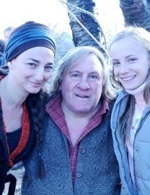 Френската легенда си партнира и с българската актриса и певица Деси Тенекеджиева във филма Mon cochon et mo.