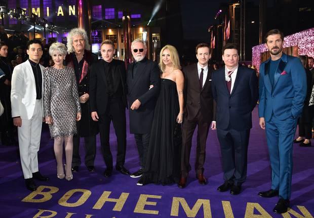 Брайън Мей и Роджър Тейлър в компанията на създателите на премиерата/сн: Independient