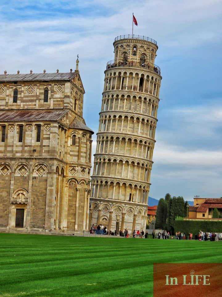 Наклонът при кулата се е появил малко след построяването ѝ